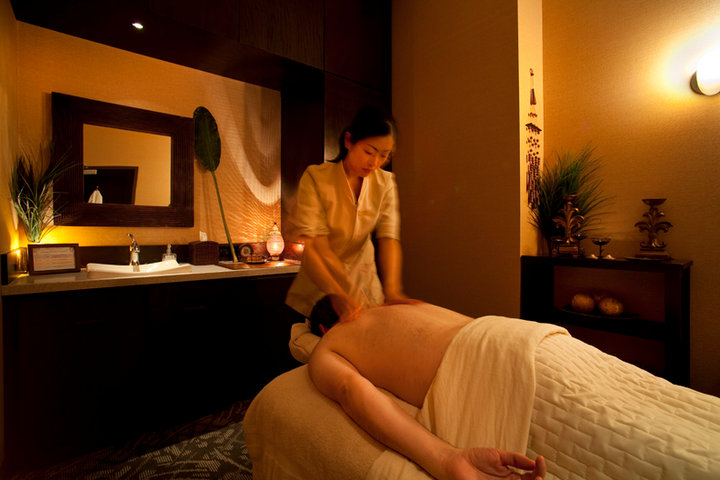 Aromatherapy Massage at SpaRelaken Photo By Jimmy Cohrssen