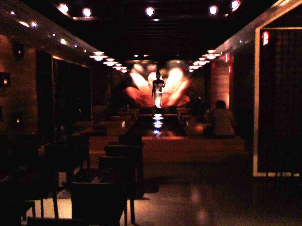 SEA Thai: lousy picture, great room